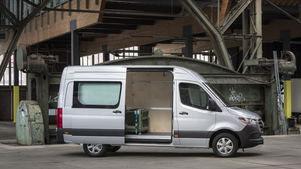 Pressefahrvorstellung Mercedes-Benz Sprinter 2018. Technische Daten: 319 CDI, Kastenwagen, Exterieur, Iridiumsilber metallic;Kraftstoffverbrauch kombiniert: 9,5 l/100 km; CO2-Emissionen kombiniert: 249 g/km* Press test drive Mercedes-Benz Sprinter 2018. Technical data: 319 CDI, Panel Van, Exterior, iridium silver metallic;combined fuel consumption: 9.5 l/100 km; combined CO2 emissions: 249 g/km*