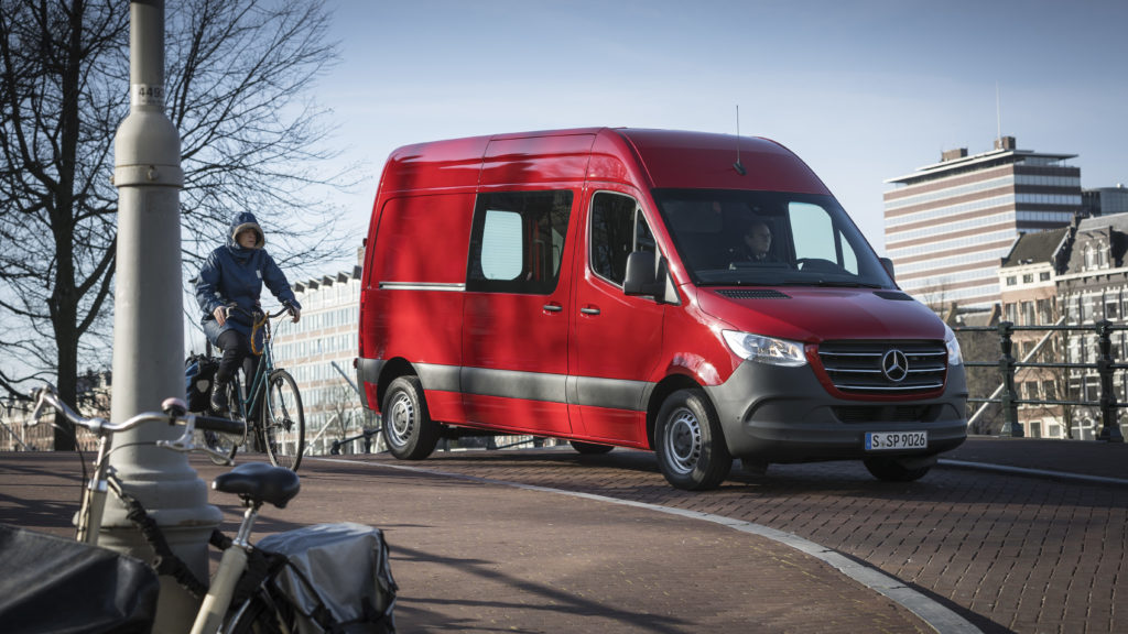 Pressefahrvorstellung Mercedes-Benz Sprinter 2018. Technische Daten: 314 CDI, Kastenwagen, Exterieur, Jupiterrot;Kraftstoffverbrauch kombiniert: 7,9-7,8 l/100 km; CO2-Emissionen kombiniert: 208-205 g/km* Press test drive Mercedes-Benz Sprinter 2018. Technical data: 314 CDI, Panel Van, Exterior, jupiter red;combined fuel consumption: 7.9-7.8 l/100 km; combined CO2 emissions: 208-205 g/km*